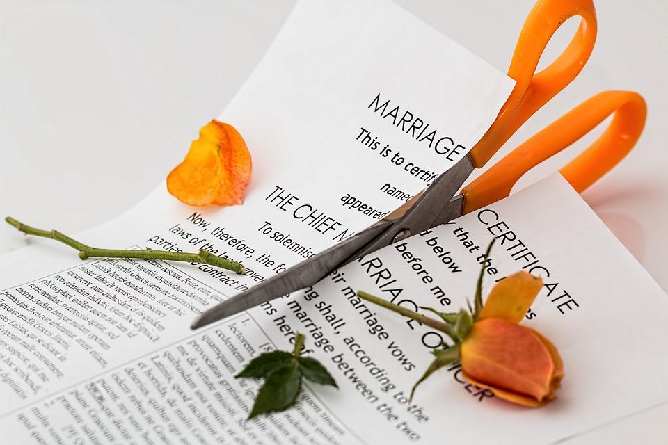 ¿DIVORCIO O SEPARACIÓN? - Divorcio Exprés